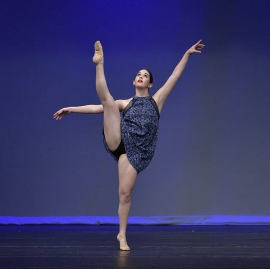 Senior+Lauren+Johnson+performs+her+contemporary+solo+at+the+Youth+America+Grand+Prix.++Johnson+has+been+doing+dance+ever+since+she+was+little+and+dreams+to+perform+on+Broadway.++%E2%80%9CI%E2%80%99ve+been+doing+%5Bdance%5D+my+entire+life+and+it%E2%80%99s+an+easy+way+for+me+to+express+myself%2C%E2%80%9D+Johnson+said.+